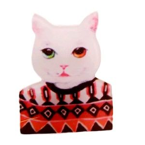 Red n green eyes kitty in sweater hard plastic pin